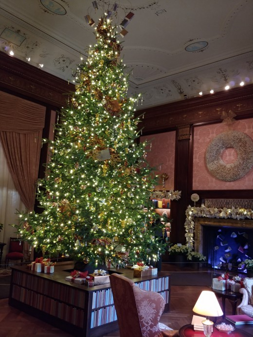 In the famous Music Room, this giant Christmas tree actually rotates continuously, and is often accompanied by a giant music box.