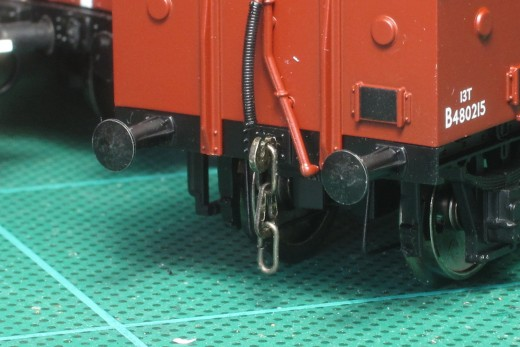 Instanter couplings with vacuum pipe on an open wagon model