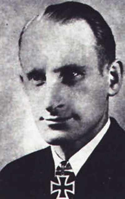 Captain Heidtmann began to swim back to the stricken U-559 when he realised he hadn't destroyed the code books