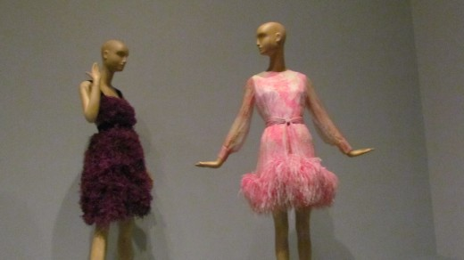 These idiosyncratic pink and purple feathered dresses captivated visitors during the fashion display. Their textures with a mixture of feathers brought design concepts from the sixties right up to our day.