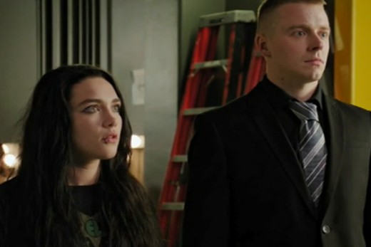 Saraya Bevis (Florence Pugh) and her brother Zak (Jack Lowden) seek advice from the Rock on how to succeed as WWE Superstars in Fighting With My Family