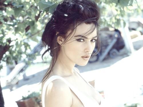 Monica Bellucci:  A Classic, Gorgeous, Sexy Brunette!!