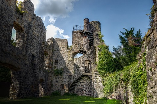 The forelorn remains of the upper castle, destroyed in 1273