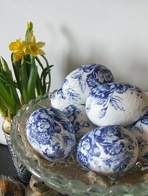You can make these Easter eggs using napkins.