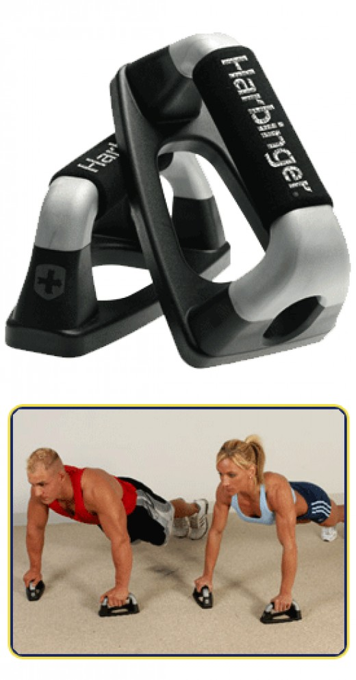 Notice the positioning of the push up bars, in a triangular shape to emphasize the Triceps :)