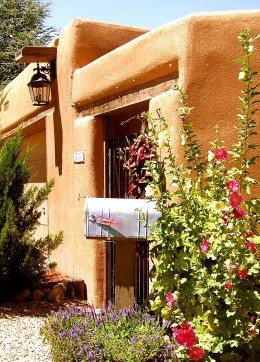 Summer sunshine and flowers in Santa Fe