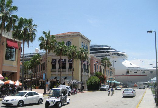 Cruise ship docks by Tampa's Channelside district. Credit: Wikimedia Creative Commons license