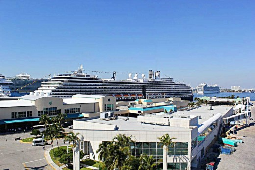 Cruise ships line the docks at Port Everglades. Credit: Wikimedia Creative Commons license
