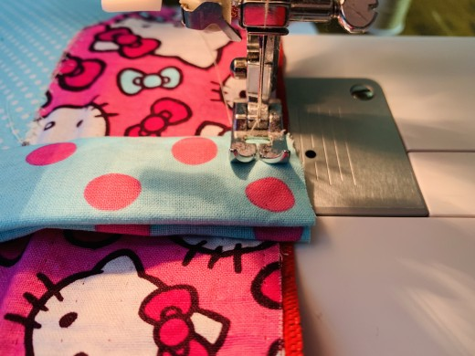 Now sew the handles onto the bag.