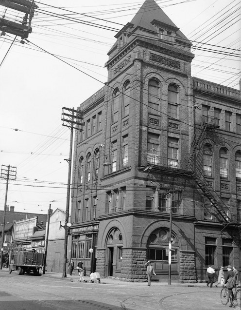 Broadview Hotel on Queen Street, Toronto, Canada  (Copyright expired. As pre-1946 Canadian image, also public domain in United States.)