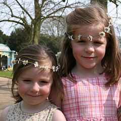 Daisy Chains by Spiralz on flickr