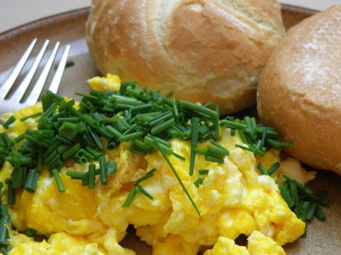 How to Make Light and Fluffy Scrambled Eggs