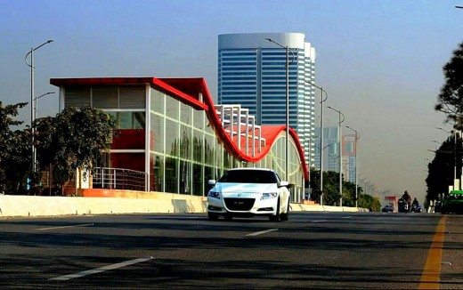 The Centaurus is located at Jinnah Avenue in Blue Area, Islamabad.