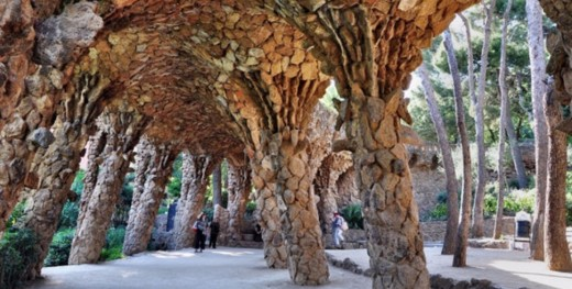 Stone covered hanging in El Parque Guell.