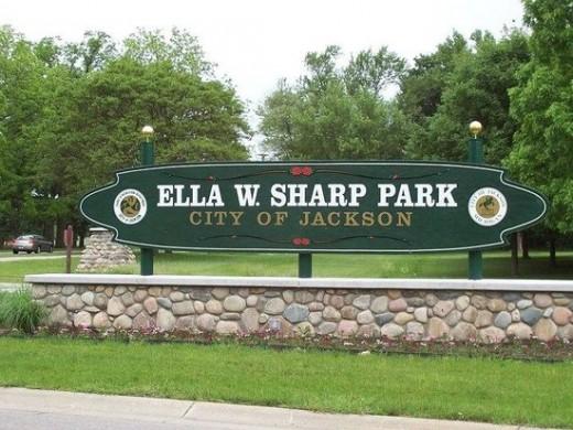 Entrance sign to Ella Sharp Park, Jackson