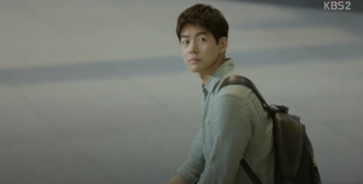 The first time that Seo Do-Woo saw Choi Soo-A descending from the escalator. Anyone can fall in love with a handsome man waiting for you at the bottom of the escalator.