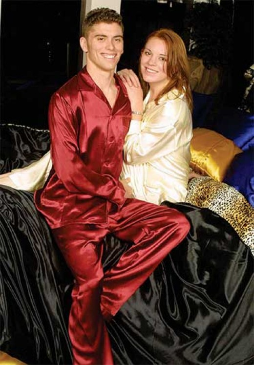 Satin pajamas for men are stylish and handsome!