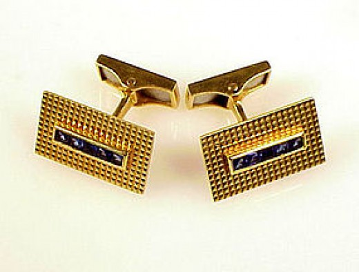 18 karat solid gold cufflinks provide a gold lustre and depth that 14 karat gold just can't match.