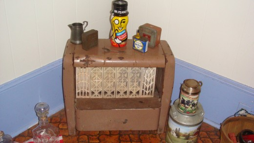 This is an old gas heater. They are illegal to hook up now, but it added a nice touch to the antiquity of my house! (Mr. Peanut left tho lol)