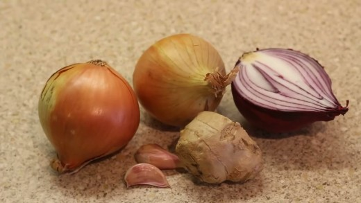 Yellow onion and ginger with red onion and garlic cloves