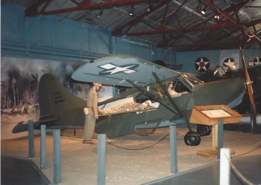A diorama of an air ambulence in the Marine Air-ground Mueuem.