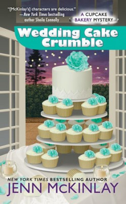 Book Review: Wedding Cake Crumble by Jenn McKinlay