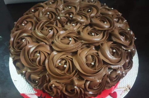 I covered the whole cake with Chocolate truffle ganache rather than fill with liquid chocolates or cream fillings