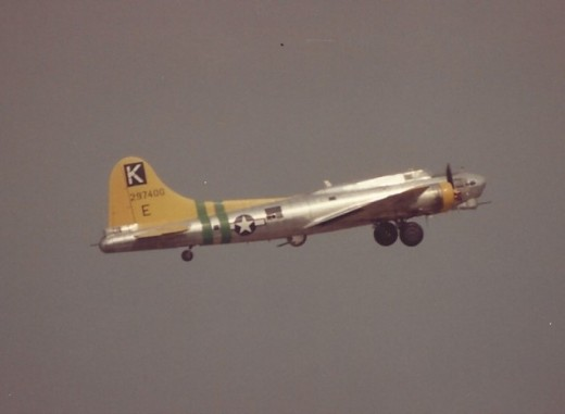 B-17, 297400, Over Andrews AFB