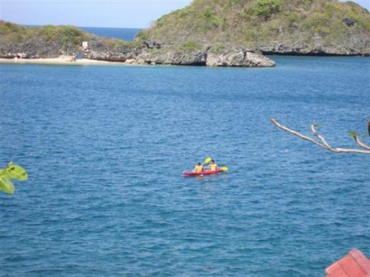 Canoeing in Hundred Islands in Pangasinan is really a good idea, hehehe.