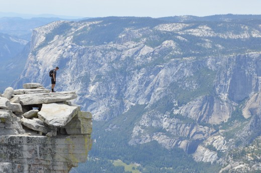 You are not going to get cell service in a national park such as Yosemite.