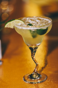 How to Make a Margarita: Simple
