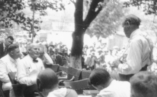 Scopes Monkey Trial, 7th Day.  The trial was moved outside because of the heat.  The heat is considered a contributing factor to William Jennings Bryant's death,