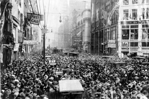 Harry Houdini suspended in New York City