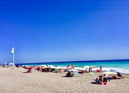 A sunny day at Granada beach.