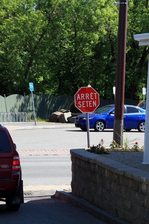 Huron-Wendat Nation road sign