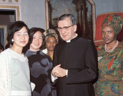 """With his """"daughters"""" in Rome in 1970"""