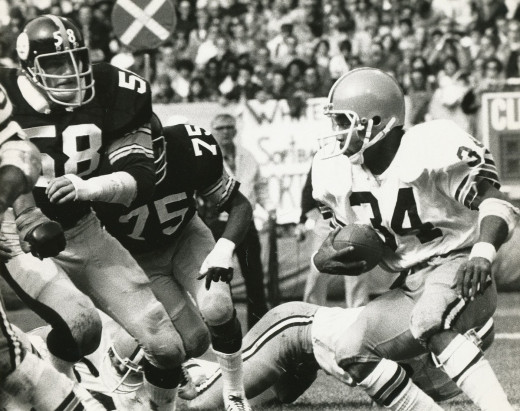 Pittsburgh Steelers linebacker Jack Lambert pursues Cleveland Browns running back Greg Pruitt in a 1975 game between the teams.