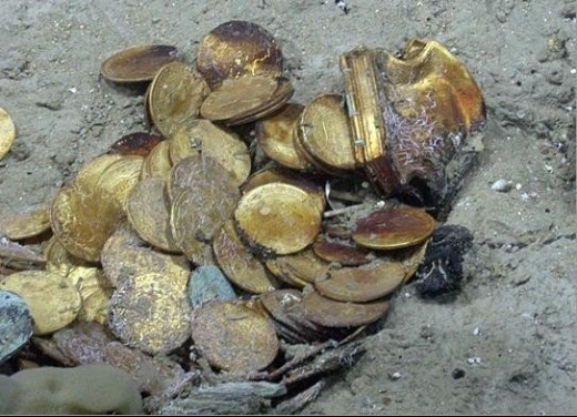 Pirates gold coins
