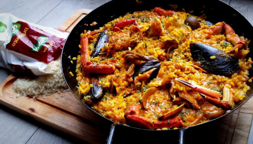 One of the Most Famous Dishes in Catalan Cuisine: Paella / Fideuà