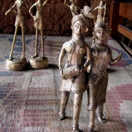 A tribal couple. Other statuettes in the background.