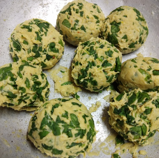 Divide the dough into small balls.