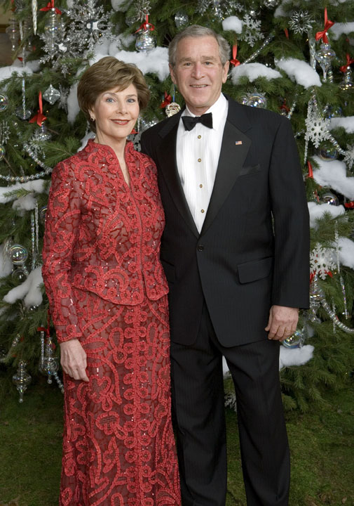 President George W. Bush and Mrs. Laura Bush pose for a holiday portrait in front the White House Christmas Tree Sunday, Dec. 3, 2006.