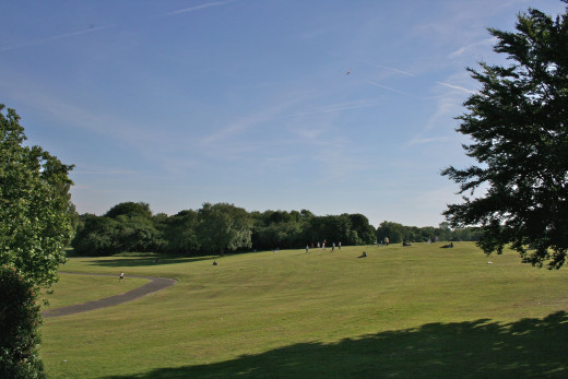 https://en.wikipedia.org/wiki/Heaton_Park#/media/File:Heaton_Park.jpg