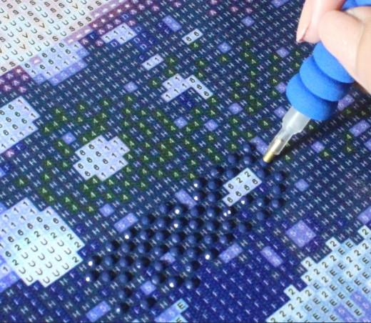Putting one color of diamond painting rhinestones first that is dominant on a part