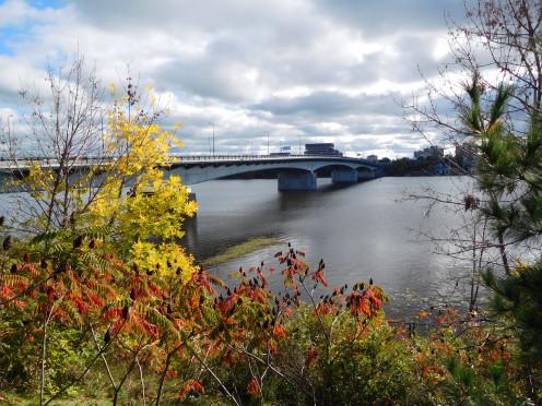 Pont Macdonald-Cartier / Macdonald-Cartier Bridge, seen from Parc Jacques-Cartier / Jacques Cartier Park, Gatineau