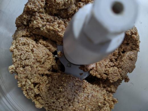 Clumping almond butter