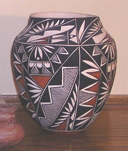 A pot from the Zuni Pueblo in New Mexico.