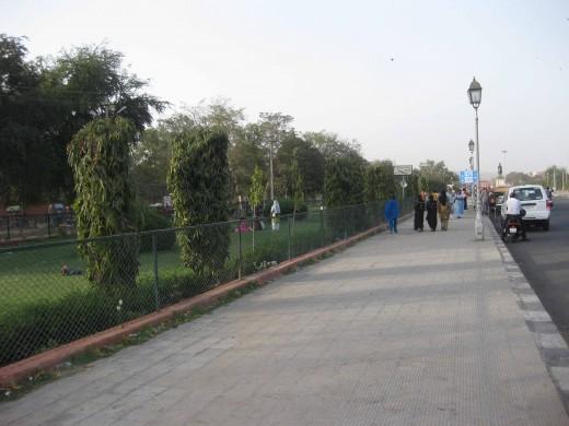 Padestrians inside Ramniwas Bagh