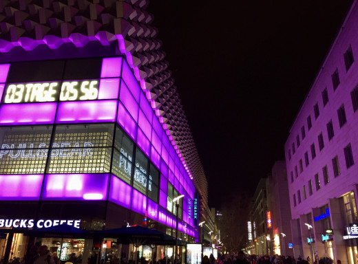 The main shopping centre in Dresden at night