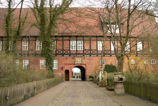 Ahlden House